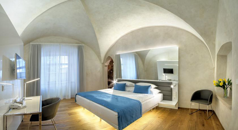 The best 4 5 star boutique design hotels in prague old for 937 design hotel prague